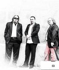 罗比-拉卡托斯和他的乐队